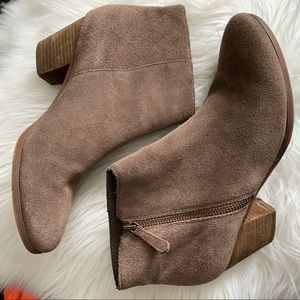 Crown Vintage | Suede Tan Booties